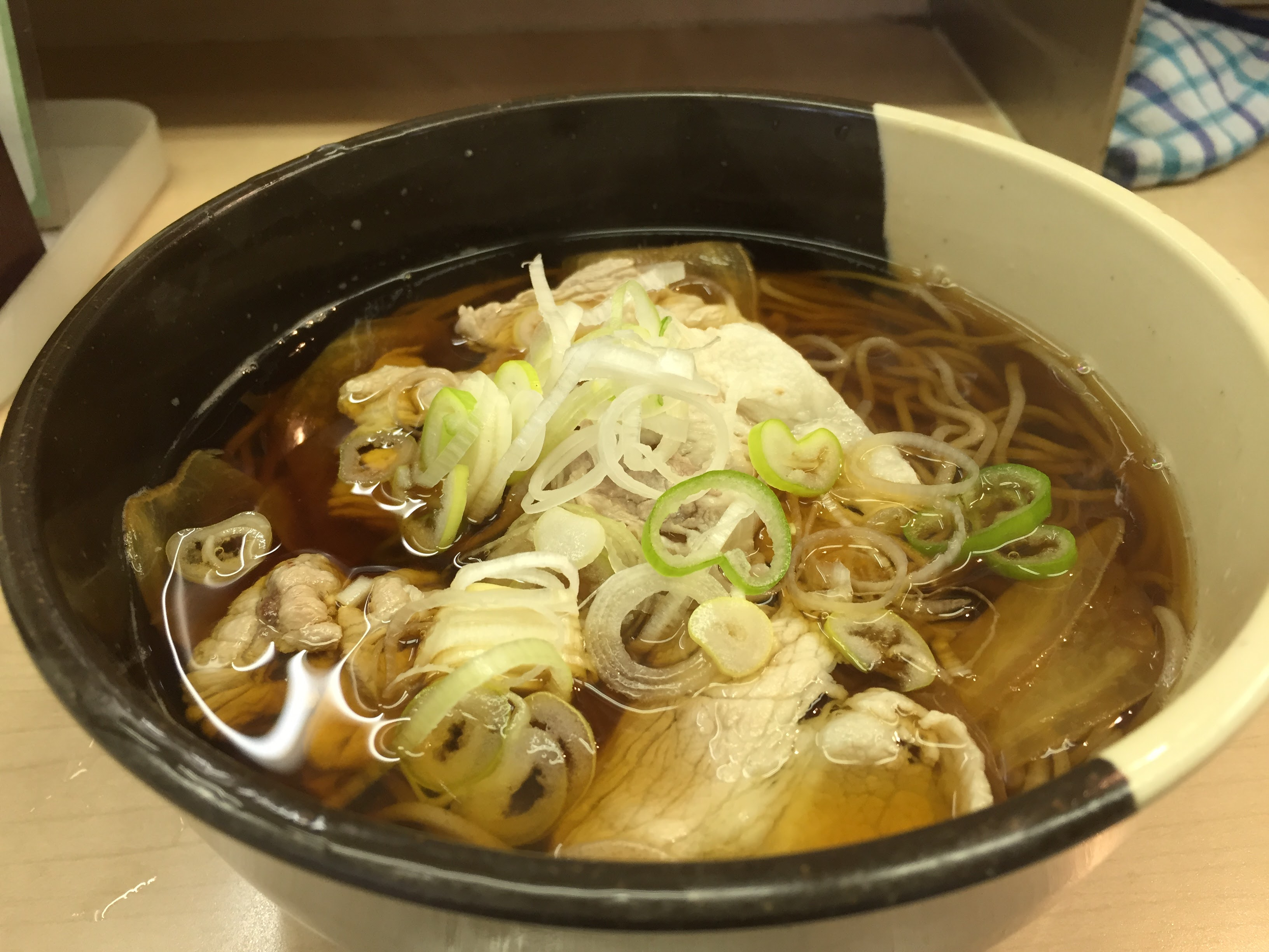 【趣味の路麺】西新宿「大橋や」…製麺所直営でコシ抜群、冬に嬉しい豚肉生姜そば
