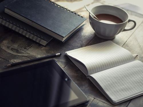 diary-ipad-to-write-blog-workplace-chocolate